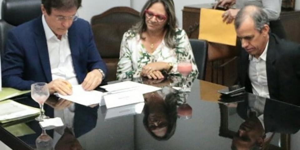 Prefeita de Paraú assina termo de cooperação técnica com o governo do estado do programa Moradia Cidadã