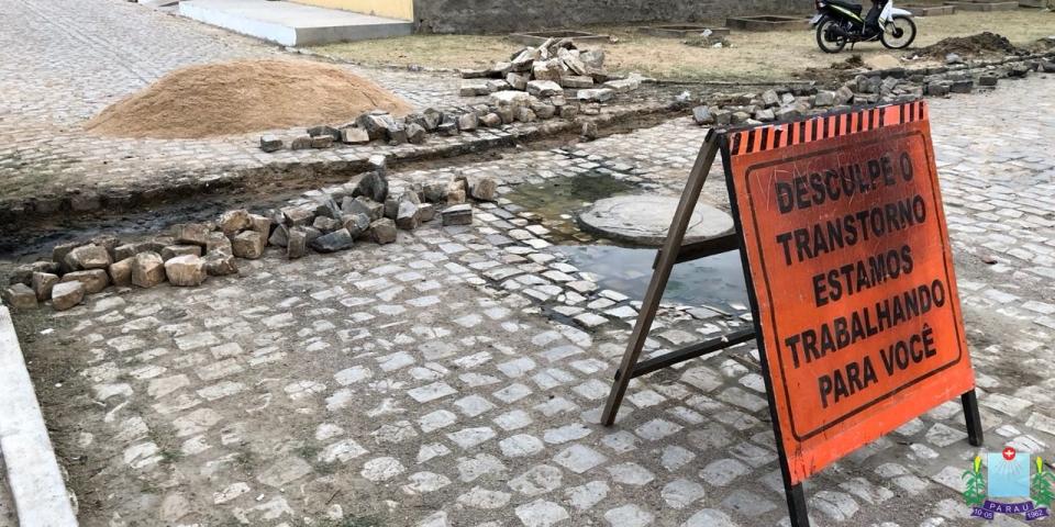 Prefeitura faz reparos na rede de esgoto em diversas ruas do Município.