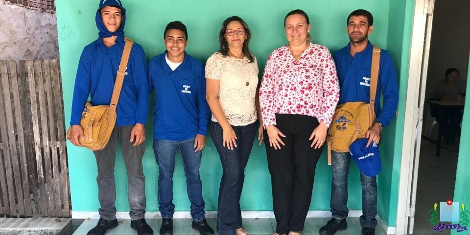 A prefeita Maria Olímpia, acompanhada da Secretária de Saúde Municipal, katiana Aquino, fez a entrega do fardamento dos agentes de ENDEMIAS