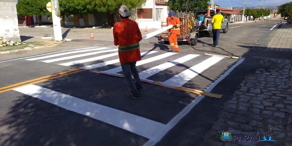 Prefeitura de Paraú faz sinalização horizontal na entrada da cidade.
