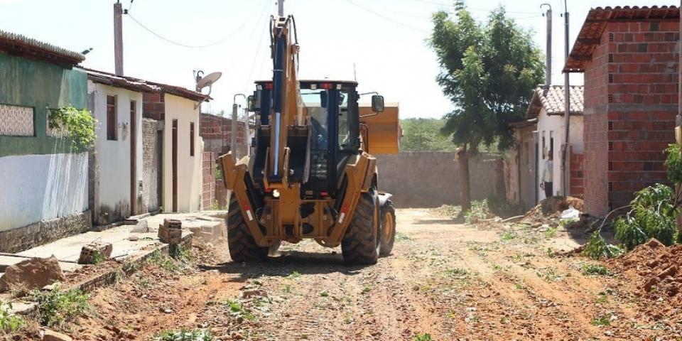 Retomada das obras de pavimentação em paralelepípedo e calçadas com acessibilidade em nosso Município